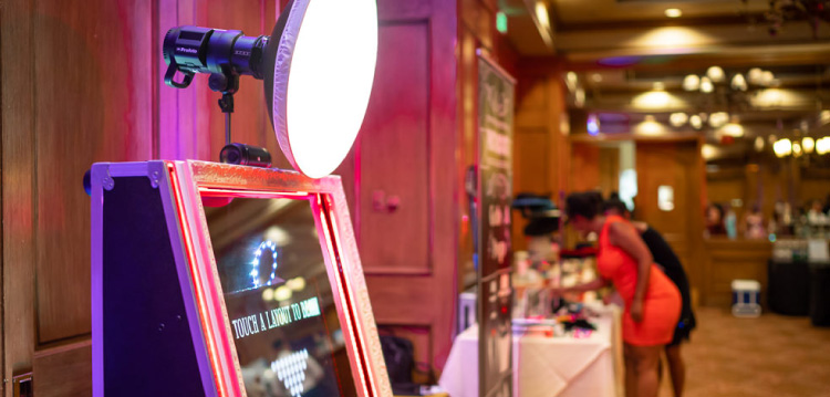 Why you should use photo and mirror booths for your event